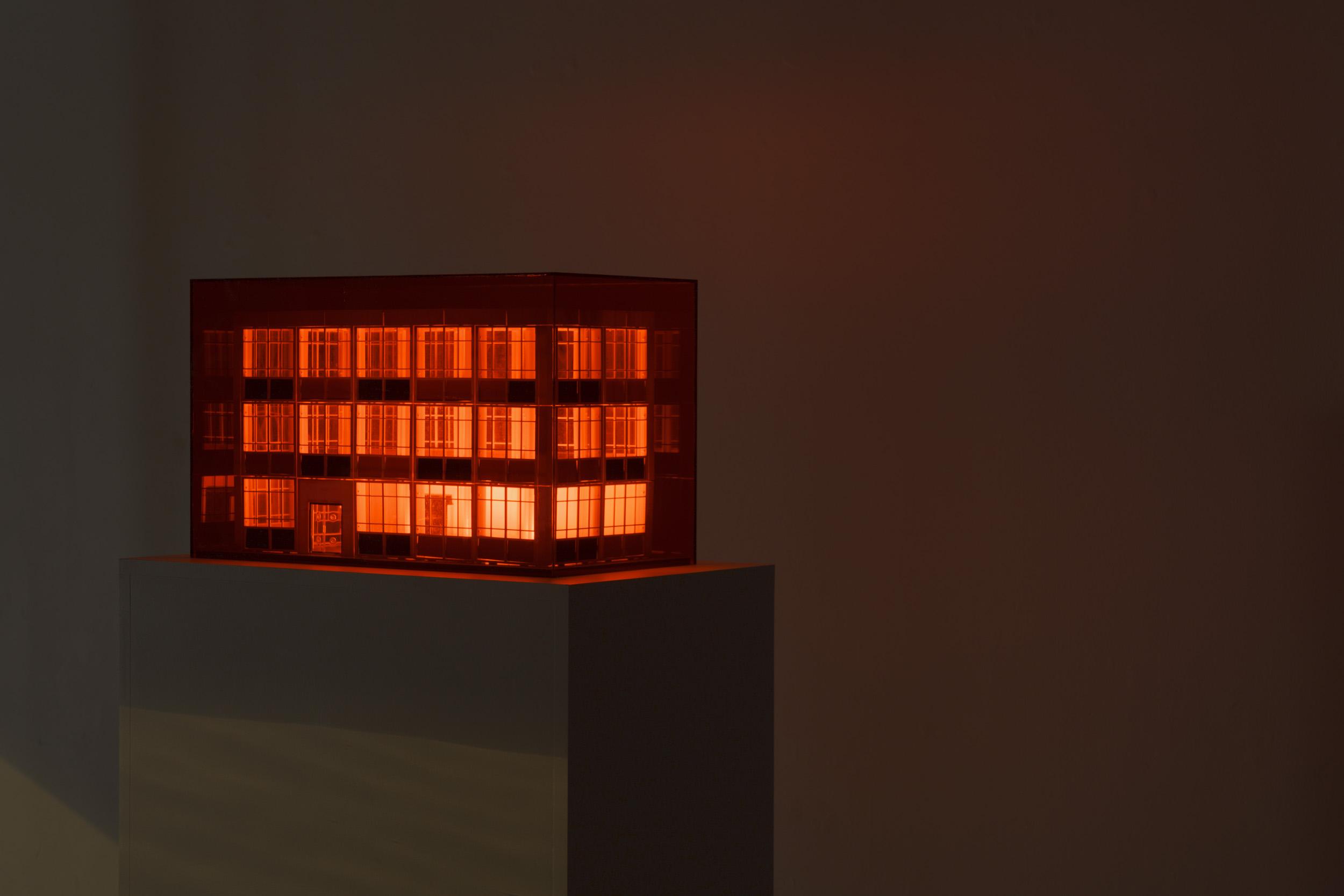 International Red Light, Model, night view